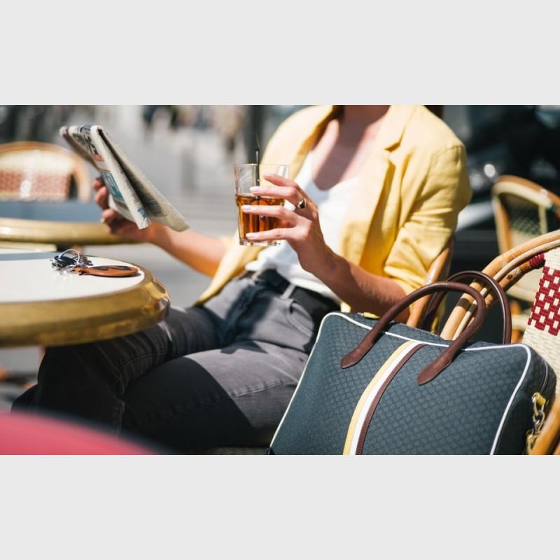 computer-bag-woman-practical