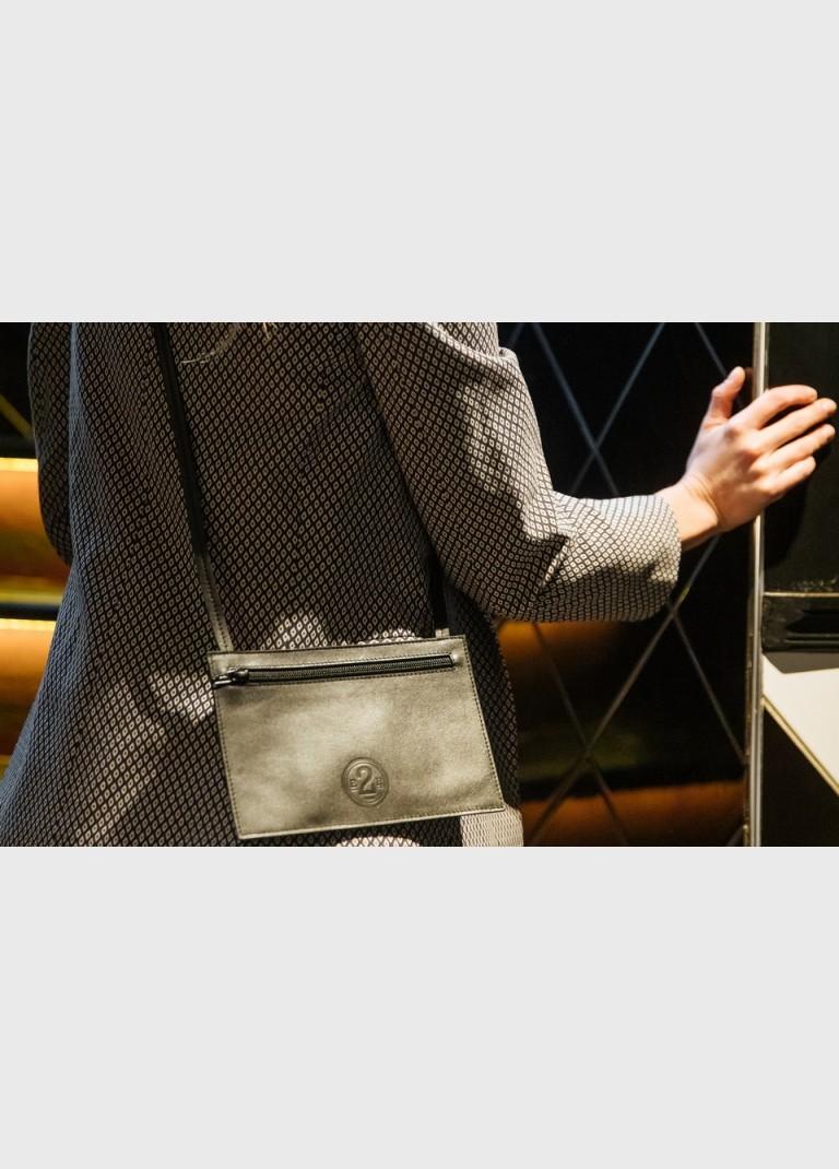 leather-shoulder-pocket-sustainable-e2r