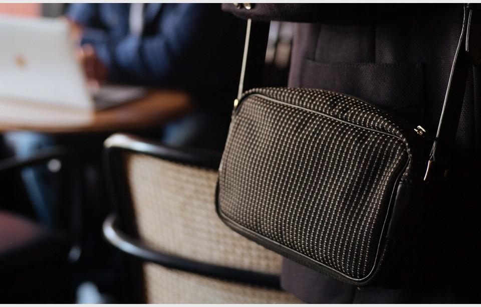 shoulder-bag-woman-black-vintage